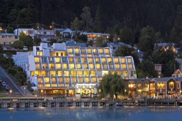 Crowne-Plaza-Queenstown-01.jpg